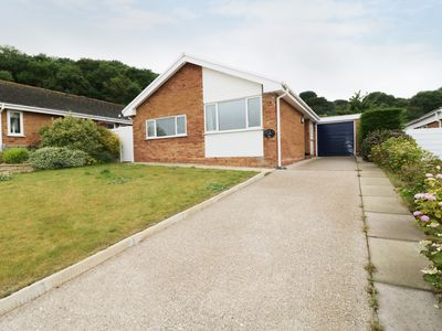 Photo for BAYVIEW, pet friendly, with a garden in Penrhyn Bay, Ref 960709
