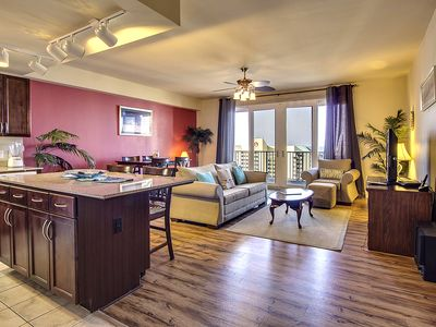 Photo for Lakefront getaway w/ beach access, pools, shared hot tub! Snowbirds welcome!