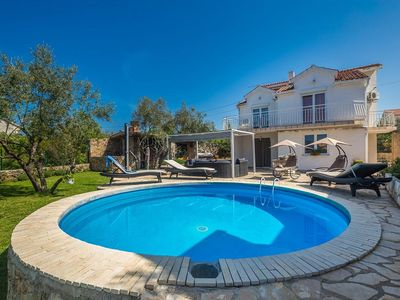 Photo for Spacious holiday house - private pool,  barbecue sitting/dinning area, garden, terrace