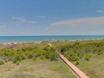 Photo for Gulf-front retreat with shared pool/hot tub and ocean views!