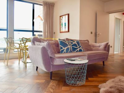 Photo for Contemporary 2 Bedroom Apartment near IFSC