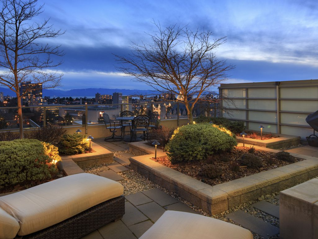 Luxury at its Best - Urban Living with your own Backyard
