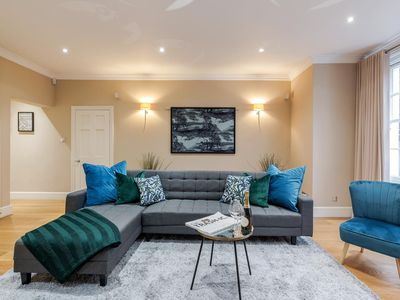 Photo for Spacious 3 bed Kensington apartment with Patio