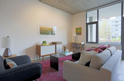 Modern 2BD with soaring 11-foot ceilings, self-checkin