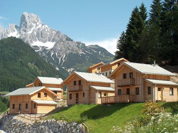 New cosy wooden block houses in fantastic location in the middle of a ski resort - Dachstein West 30