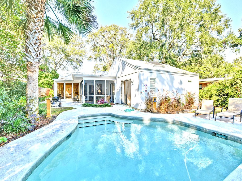 Quaint east beach cottage pool steps from the beach pet - Pet friendly cottages with swimming pool ...