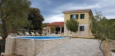 Photo for Villa with pool by the sea, 5 bedroom