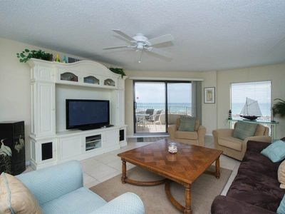 Large, open unit, gulf views, Close to shopping and dining