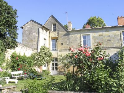 Photo for Cosy Apartment with Garden in 17th C Historic Townhouse, close to Chinon