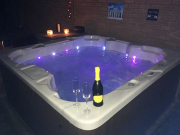Cheshire home with HOT TUB, SKY TV & NETFLIX