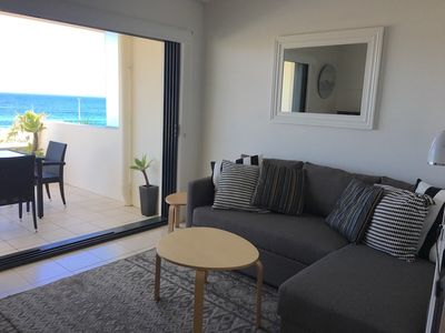 Lovely chaise lounge for relaxing and watching TV or the surfers!