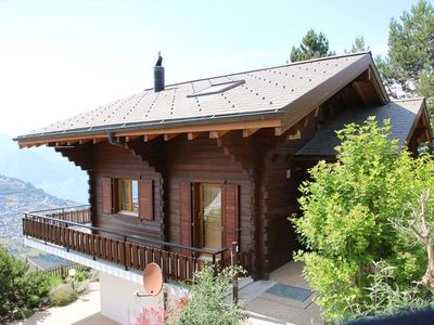 Photo for 3* - 6 rooms Chalet for 10 persons with free WiFi. Chalet located 1 km away from the slopes in a cal