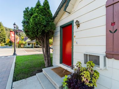 Photo for Cozy, laid-back condo, one block from downtown Leavenworth