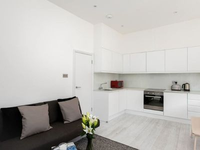 Photo for Spacious 2BR Flat with Balcony at West Kensington