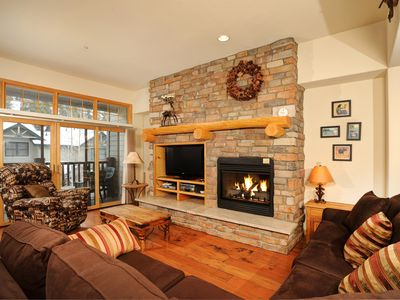 Photo for Convenient Luxury Townhome for 6 with Modern Alpine Furnishings