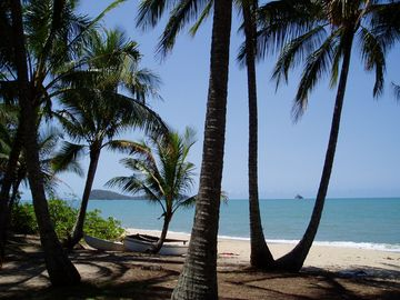 Cairns - 'Villa Beach' - Palm Cove/Clifton Beach Absolute Beachfront Villa Condo