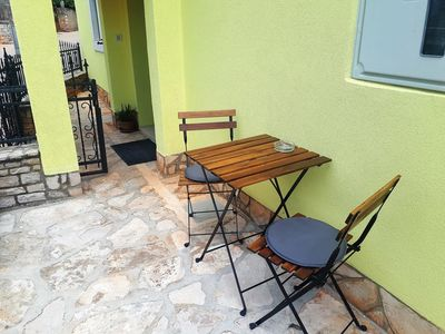 Photo for One bedroom apartment with terrace Kaštelir, Central Istria - Središnja Istra (A-17528-a)