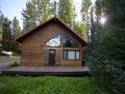 Photo for Well-appointed and roomy cabin with glacier views