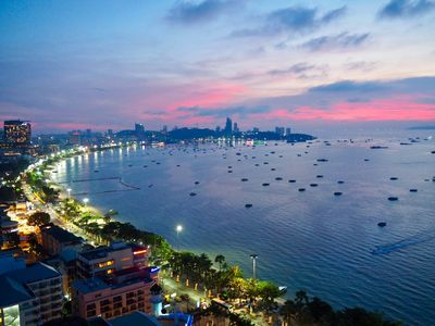 Photo for 1BR Apartment Vacation Rental in pattaya