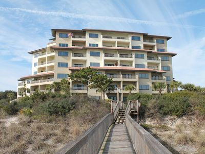 Photo for Condominium with direct access to the beach!