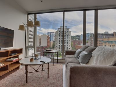 Gorgeous, dog-friendly downtown Portland condo w/ city views!