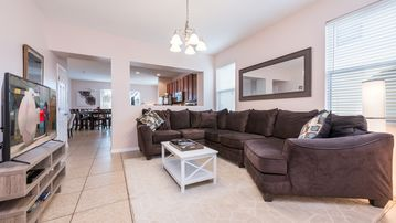 Newly Furnished Incredible Townhouse, just Minutes To Disney