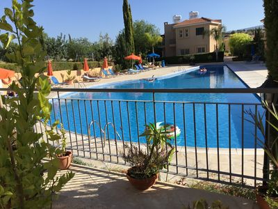 Photo for Spacious 2 bedroom 2 bathroom ground floor apartment with garden, Wi Fi, UK TV