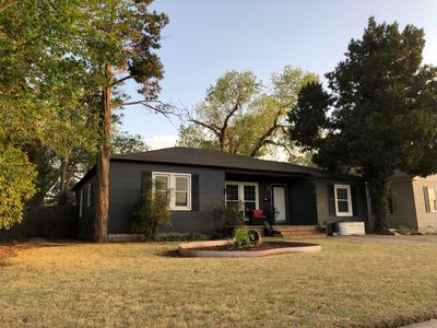 Photo for ✩The Lone-Star Lodge | Near TTU | Huge Yard | 3BR✩