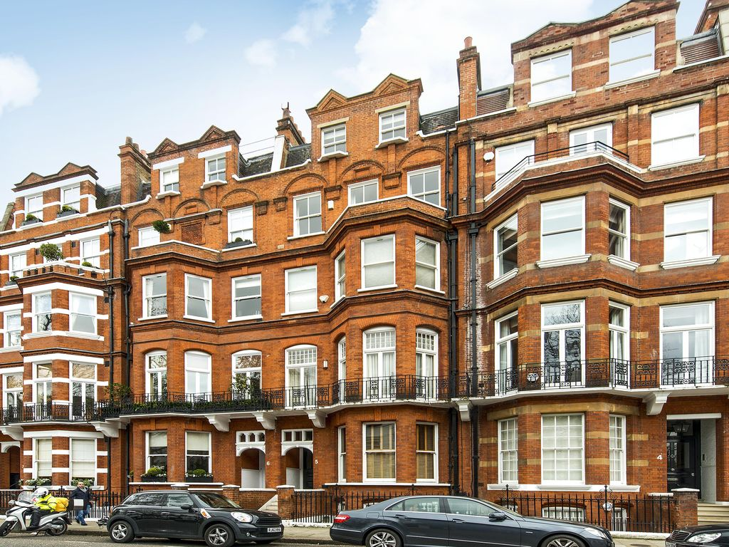Usd 2 bedrooms 2 baths with garden in knightsbridge near for The knightsbridge