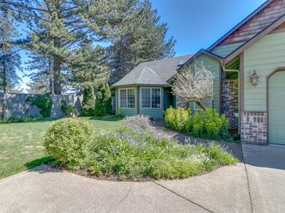 Photo for NEW LISTING! Family-friendly house w/fireplace, kitchen & yard - wineries nearby