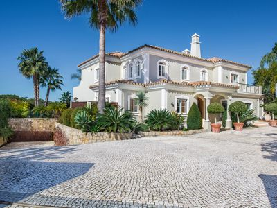 Photo for Luxurious 5 bed villa, walking distance to Quinta Shopping