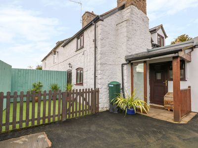 Photo for CROSS HOUSE COTTAGE, with open fire in Trefonen, Ref 998300