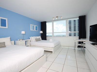Direct Beach Access Studio with Bay View - Pool parking wifi (1006)