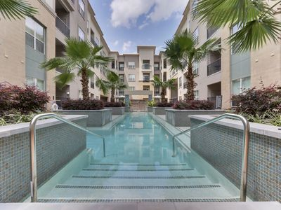 Photo for ELITE-RESORT STYLE 1 BDRM w POOL VIEW