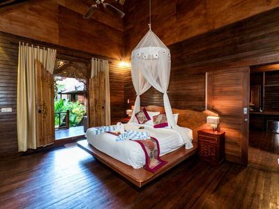 Photo for 2 Bedroom Classic Balinese Wooden Cottage Near Mushroom Bay