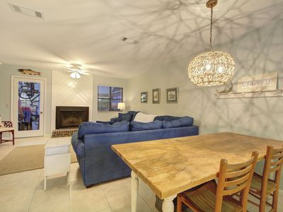 Photo for Beautiful Townhouse Close to Beaches, Restaurants & Shopping!