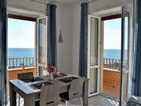 Extremely Nice, very clean Apartment close to the beach.