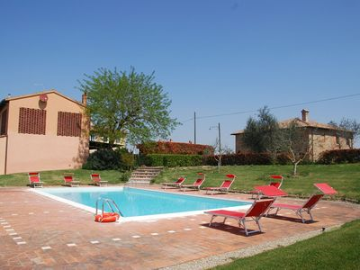 Photo for Nice apartment in villa with pool, WIFI, TV, panoramic view and parking, close to San Gimignano