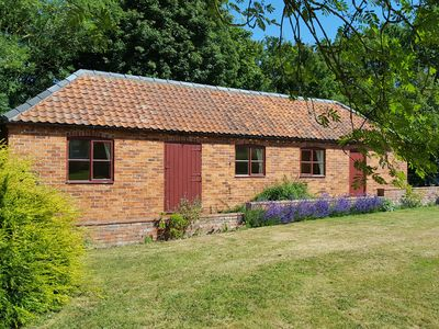 Photo for HILL TOP COTTAGE, country holiday cottage in Welbourn, Ref 19923
