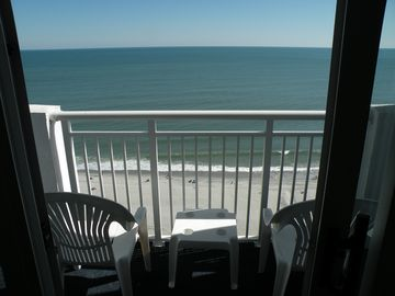 """17th Floor """"Direct """" Ocean Front, Couples Get-a-way, spend your Vacation here !"""