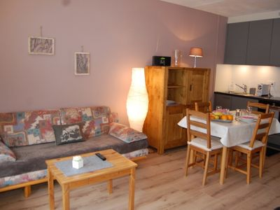 Photo for One bedroom Apartment, sleeps 3 with FREE WiFi and Walk to Shops