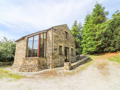 Photo for HOLLY LODGE, pet friendly, with a garden in Giggleswick, Ref 993