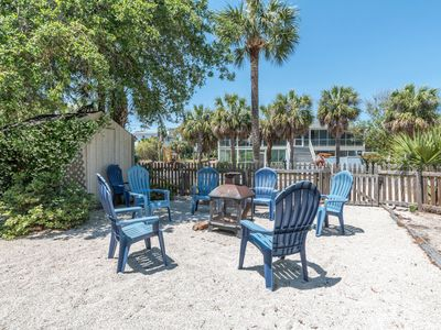 Lively Beach Condo with cozy screen in porch, just steps away from the beach