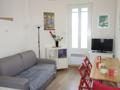 Photo for One bedroom Apartment, sleeps 3 with WiFi and Walk to Beach & Shops