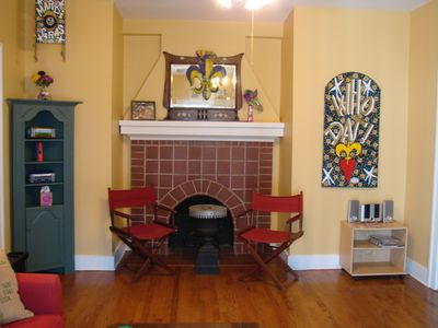 Back wall of entry room with more seating. Fireplace is just for show!