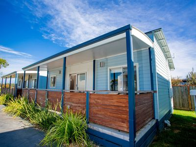Photo for Kingfisher 2 Bedroom Cabin