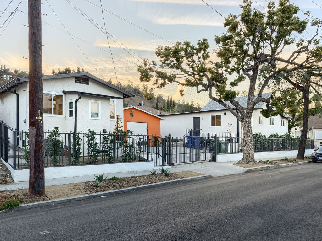 Hotels vacation rentals near los angeles river center for Cabins near los angeles