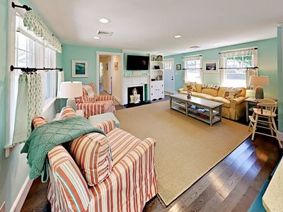 Beautifully remodeled 3BR w/ New Furnishings – 1 Acre Parcel, Steps to Lake