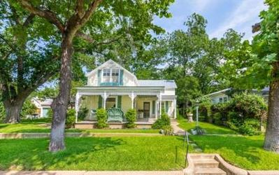 Photo for Grape Arbor Guesthouse - Walking distance to Main Street
