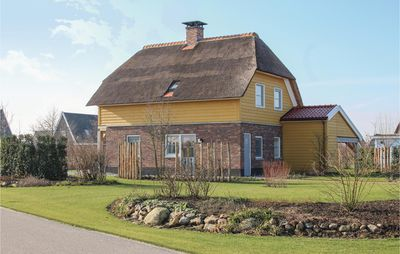 Photo for 4 bedroom accommodation in Giethoorn